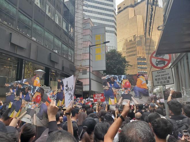 Biển đen ở Hong Kong: Người biểu tình chiếm đóng các ngả đường chính, Đặc khu trưởng buộc phải xin lỗi - Ảnh 30.