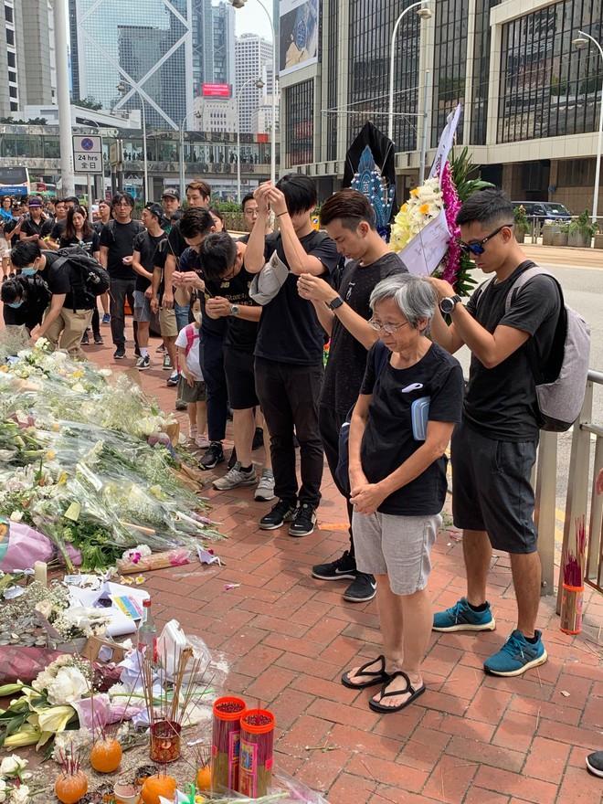 Biển đen ở Hong Kong: Người biểu tình chiếm đóng các ngả đường chính, Đặc khu trưởng buộc phải xin lỗi - Ảnh 20.