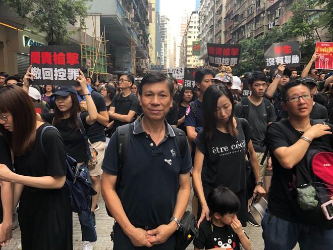 Biển đen ở Hong Kong: Người biểu tình chiếm đóng các ngả đường chính, Đặc khu trưởng buộc phải xin lỗi - Ảnh 12.