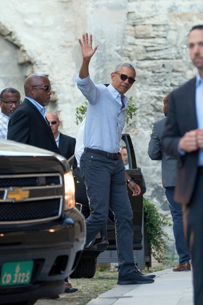 Cựu Tổng thống Mỹ Barack Obama xuất hiện trẻ trung khi tới thăm thành phố Avignon.