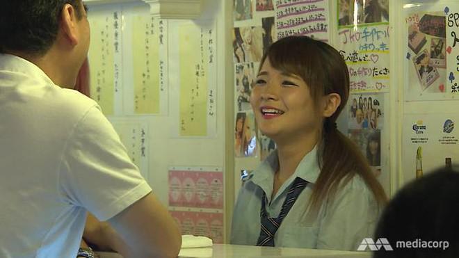 Dịch vụ hẹn hò nữ sinh mặc váy ngắn: Vỏ bọc hoàn hảo cho ngành công nghiệp tình dục ở Nhật Bản - Ảnh 3.