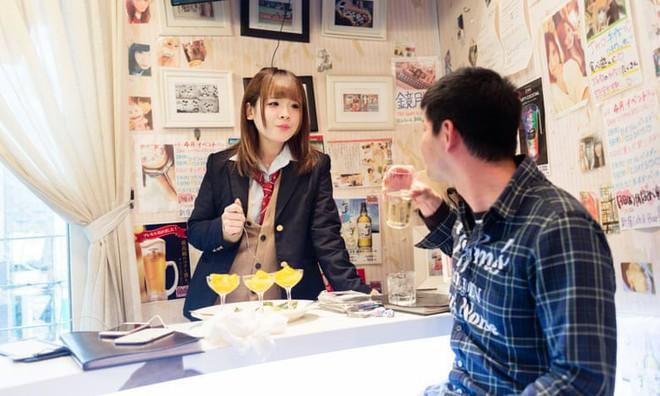 Dịch vụ hẹn hò nữ sinh mặc váy ngắn: Vỏ bọc hoàn hảo cho ngành công nghiệp tình dục ở Nhật Bản - Ảnh 4.
