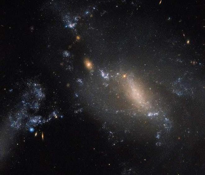 Kinh ngạc cảnh tượng ngoạn mục các thiên hà nuốt chửng nhau - Ảnh 11.