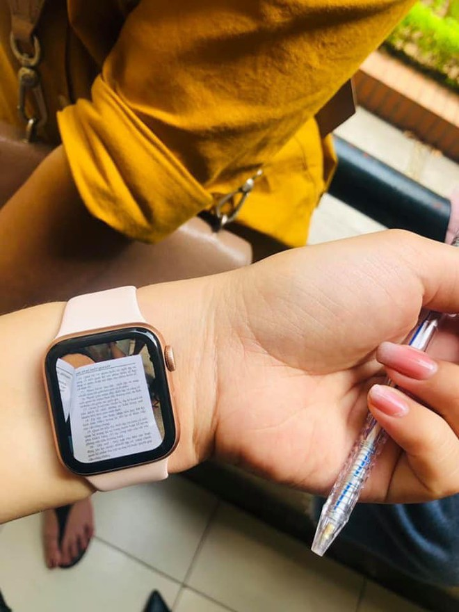 Hồn nhiên khoe dùng Apple Watch để quay cóp bài, còn bảo chỉ dành cho dân nhà giàu, nam sinh nhận về cái kết đắng ngắt - ảnh 1