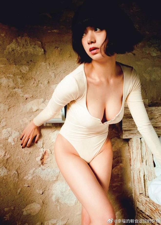Vẻ đẹp lai Á-Âu nóng bỏng của nữ hoàng cảnh nóng Nhật Bản - Ảnh 9.