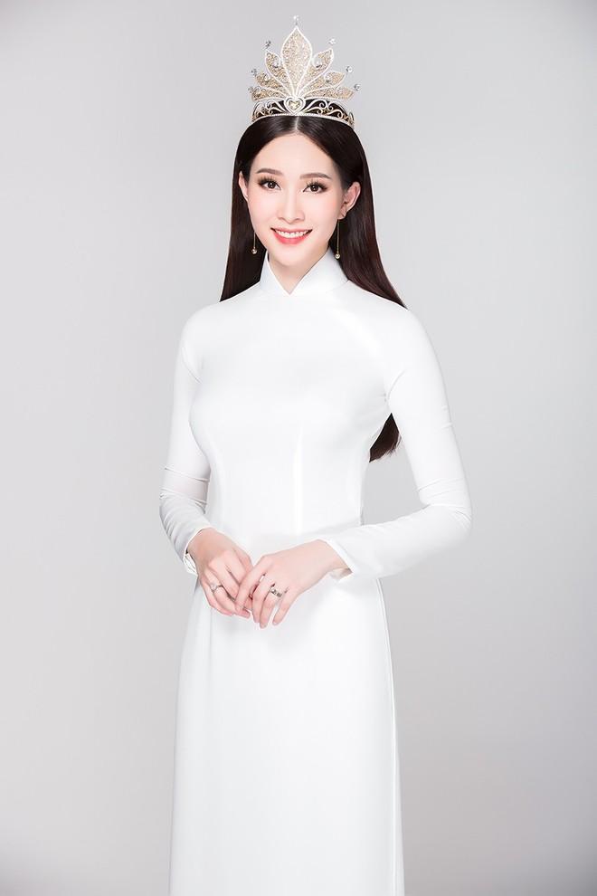 Soi đường học vấn của các Hoa hậu Việt: Đỗ Mỹ Linh hạnh phúc nhận tấm bằng vẻ vang, Kỳ Duyên tốt nghiệp hay chưa vẫn là dấu hỏi lớn - ảnh 11