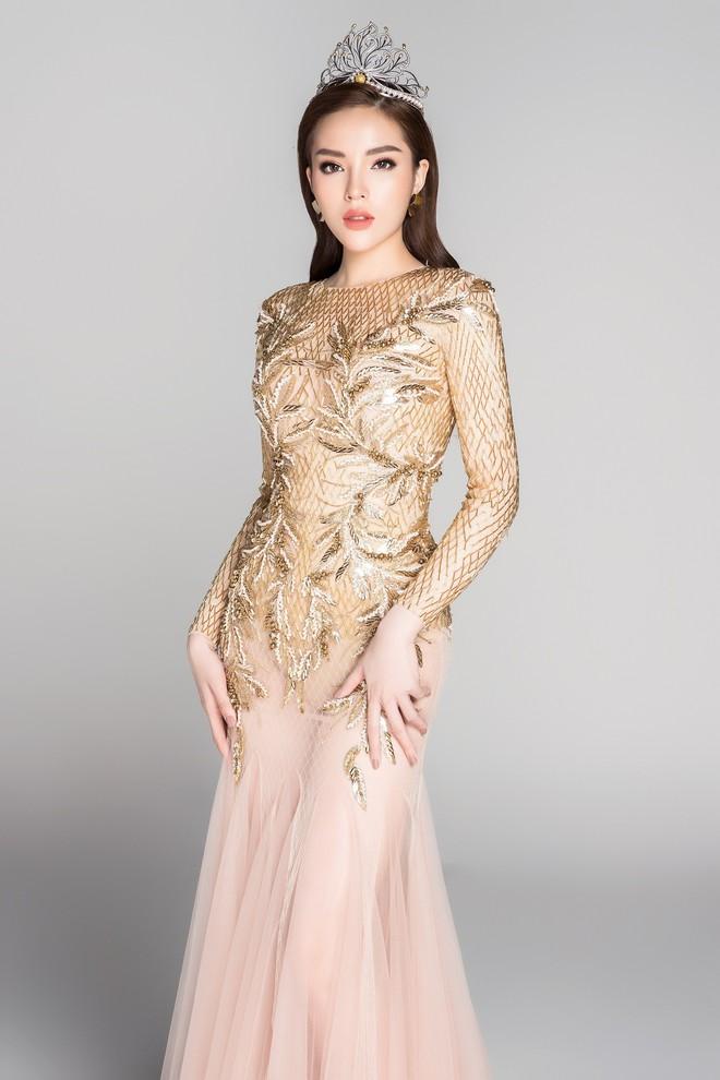 Soi đường học vấn của các Hoa hậu Việt: Đỗ Mỹ Linh hạnh phúc nhận tấm bằng vẻ vang, Kỳ Duyên tốt nghiệp hay chưa vẫn là dấu hỏi lớn - ảnh 8