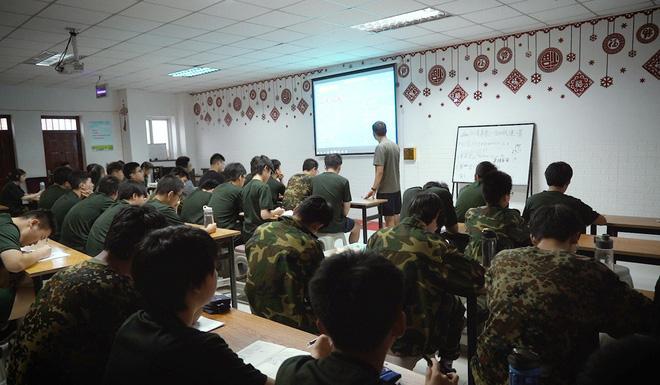 Bên trong trung tâm cai nghiện Internet ở Trung Quốc - Ảnh 3.
