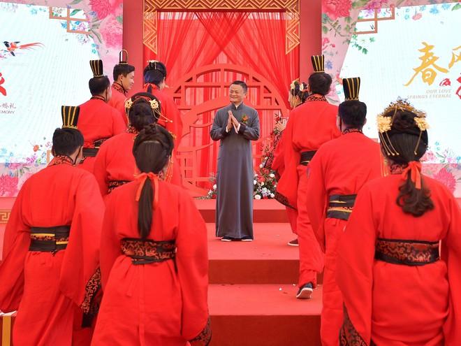 Ali Day: Lễ kết hôn tập thể do CEO Alibaba Jack Ma làm chủ hôn - Ảnh 1.