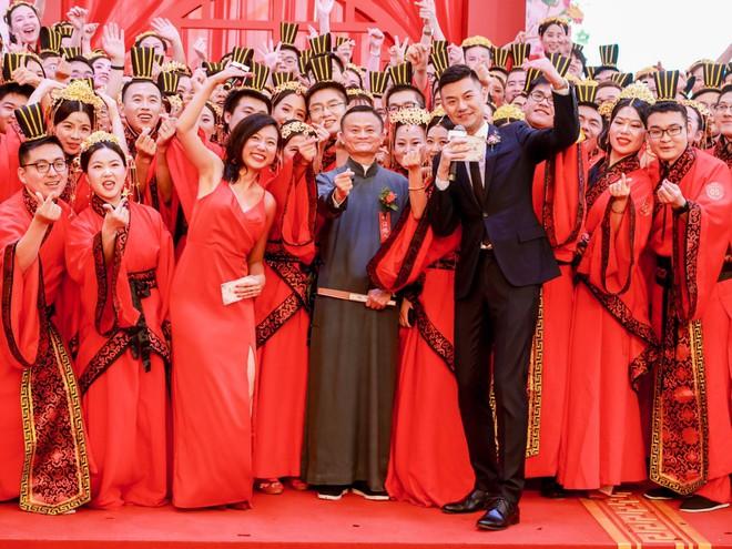 Ali Day: Lễ kết hôn tập thể do CEO Alibaba Jack Ma làm chủ hôn - Ảnh 9.