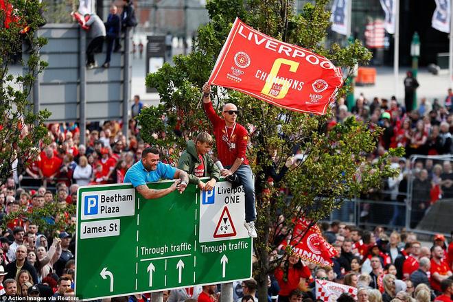 Thầy trò Jurgen Klopp cùng nửa triệu CĐV mở hội trên đường phố Liverpool - Ảnh 5.