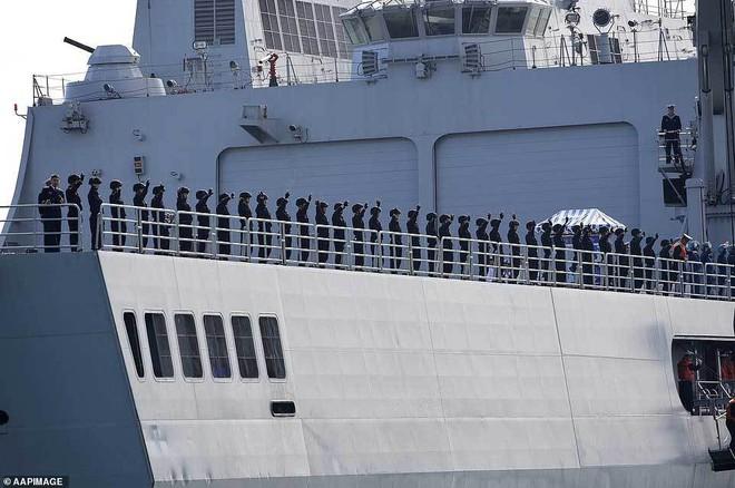 Tàu chiến TQ bất ngờ ghé cảng Sydney, dân Australia ngỡ ngàng - ảnh 4