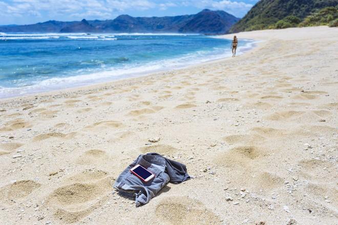 Đi chơi mùa hè phải nhớ 4 điều này để bảo vệ điện thoại - Ảnh 3.