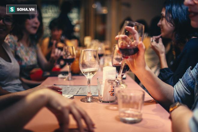 70% người Châu Á bị đỏ mặt khi uống rượu bia: Cách tránh triệu chứng liên quan ung thư này - Ảnh 2.