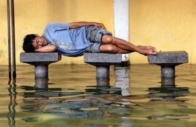 Có những kiểu người dùng cả tuổi thanh xuân để ngủ, đi khắp năm châu bốn bể nơi đâu cũng có thể là một chiếc giường êm ái - Ảnh 1.