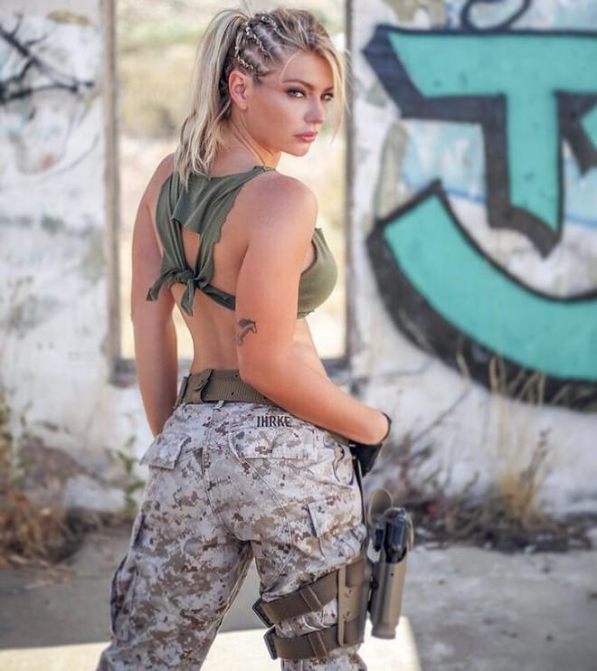 Nữ lính thủy đánh bộ gợi cảm nhất Thế giới tung loạt ảnh nóng ủng hộ ông Trump - ảnh 8