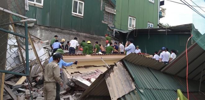 Hiện trường vụ sập nhà tại Hà Tĩnh vùi lấp người bên trong - Ảnh 4.
