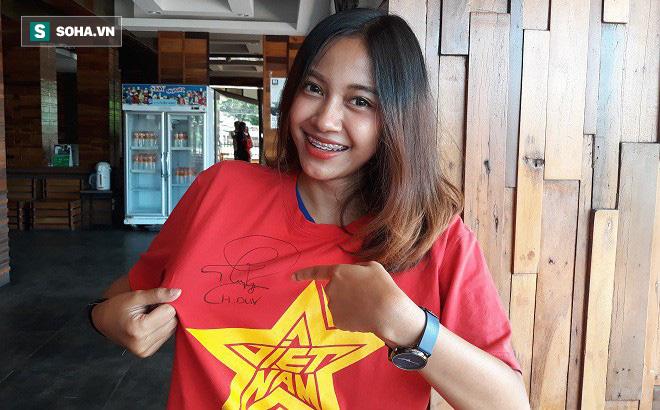 Nữ phóng viên Thái Lan xinh đẹp hứa ra sân cổ vũ ĐT Việt Nam vô địch King's Cup