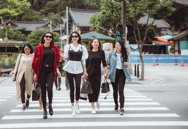 Hoa hậu Hà Kiều Anh, Dương Mỹ Linh và hội bạn thân gây náo loạn đường phố Hàn Quốc - Ảnh 1.