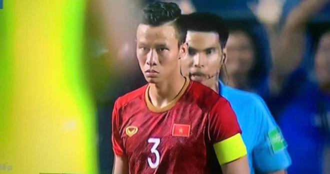 Không giành được Kings Cup, Quế Ngọc Hải vẫn khiến NHM Việt Nam hả hê với màn đáp trả cực chất ngay trên chấm phạt đền - Ảnh 4.