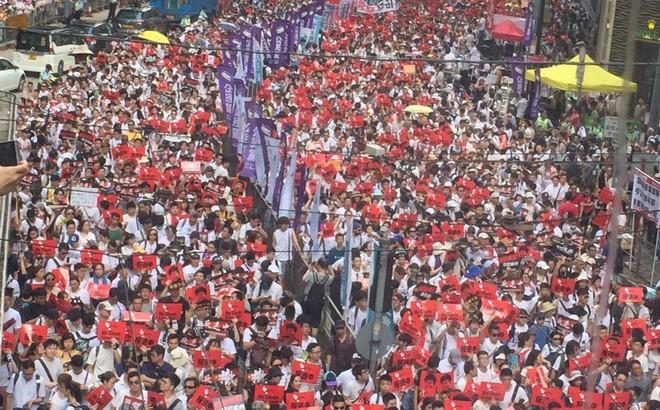 Đường phố Hong Kong đặc kín người biểu tình vì bất mãn với dự luật dẫn độ mới