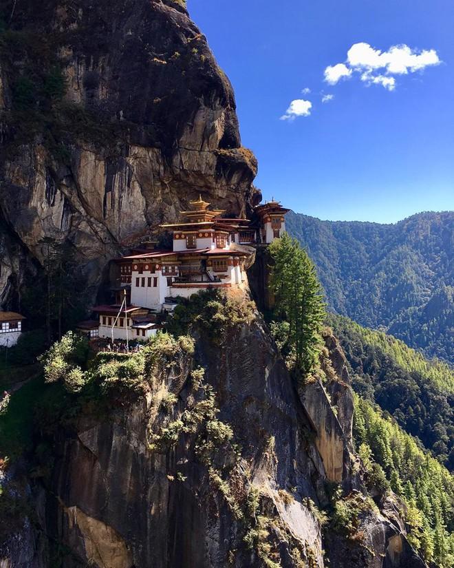 Bhutan là đất nước duy nhất trên thế giới có lượng carbon âm. Những khu rừng ở đây sản sinh ra nhiều oxy tới nỗi vượt quá cả lượng khí thải carbon ở đất nước này.