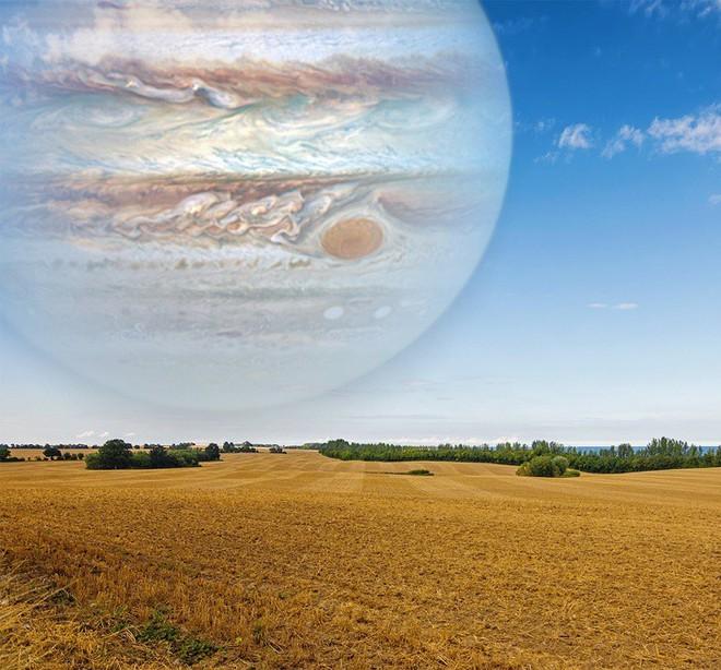 Đây là hình ảnh nếu sao Mộc ở khoảng cách gần với Trái Đất như mặt trăng bởi đường kính của sao Mộc gấp 40 lần mặt trăng.