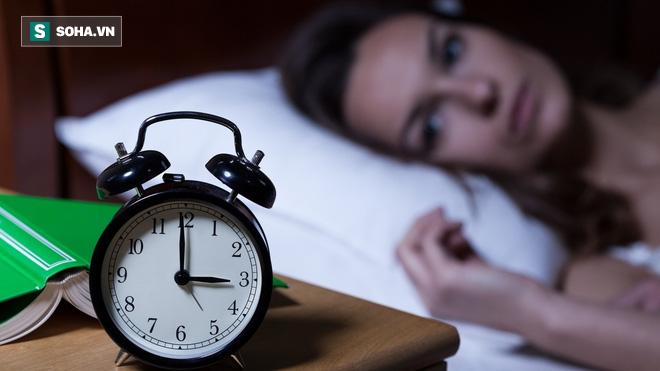 Tỉnh giấc lúc 3-4 giờ sáng rồi không thể ngủ tiếp: Bạn có thể đã mắc một trong 5 bệnh này - Ảnh 1.