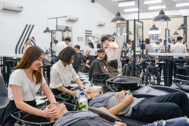 Chuỗi tóc nam hút khách và phát triển bùng nổ trong những năm gần đây