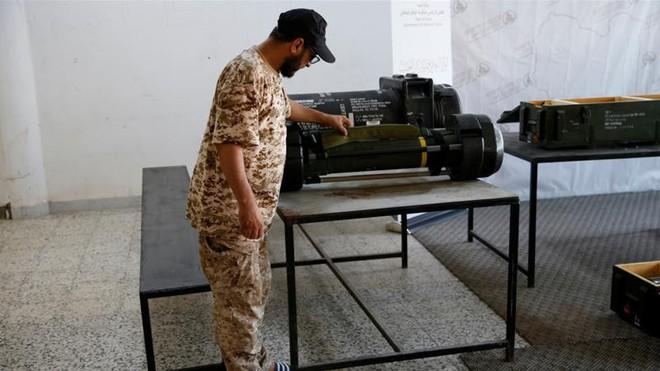 Libya: Bí ẩn lô tên lửa nhập kho, sắp tiêu hủy của Pháp xuất hiện trong căn cứ phe Haftar - Ảnh 1.