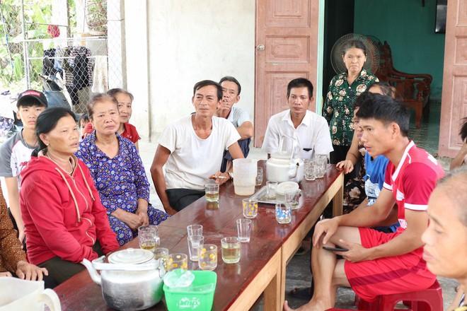 Giây phút trùng phùng của người phụ nữ bị bán sang Trung Quốc 24 năm mới trở về - Ảnh 1.