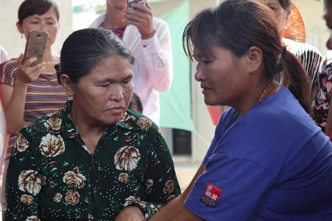Giây phút trùng phùng của người phụ nữ bị bán sang Trung Quốc 24 năm mới trở về - Ảnh 4.