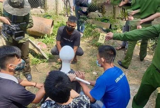 Camera ghi cảnh người đàn ông chở 2 lồng gà hé lộ hung thủ đầu tiên trong vụ giết nữ sinh ở Điện Biên - Ảnh 1.