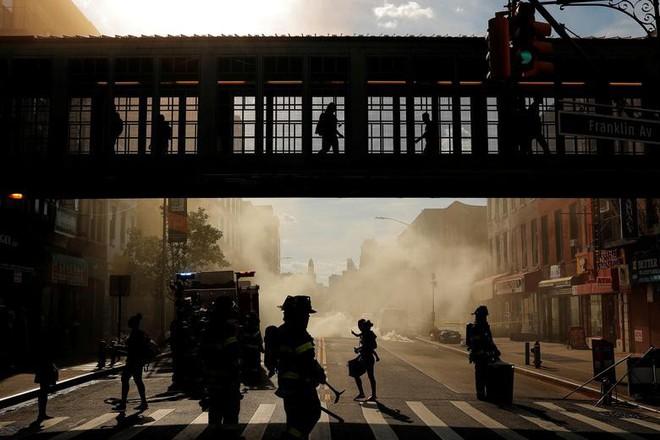 24h qua ảnh: Các cô gái chơi đùa trong bể nước ớt cay ở Trung Quốc - Ảnh 4.