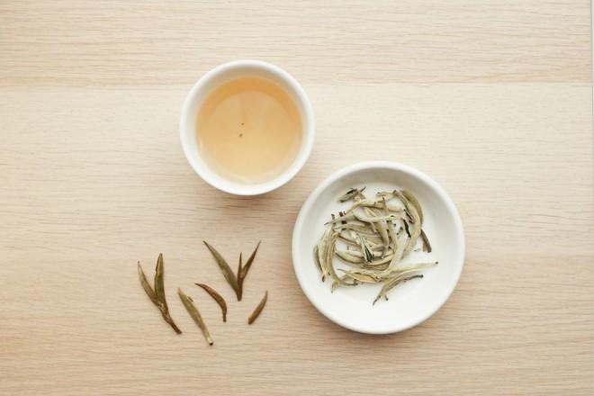 Công dụng tuyệt vời của bạch trà: Đây là lý do món đồ uống này vừa hiếm vừa đắt - Ảnh 6.