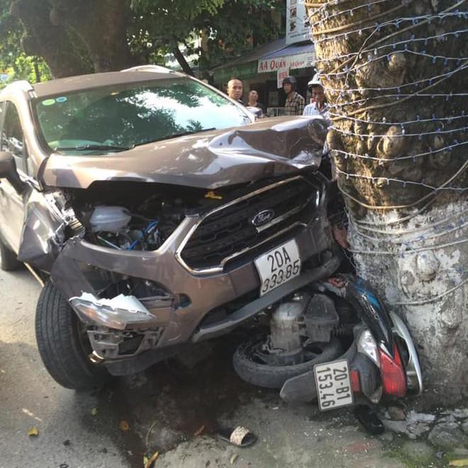 Clip: Xe điên gây tai nạn kinh hoàng, húc văng 2 người đi xe máy trên đường ở Thái Nguyên - Ảnh 2.