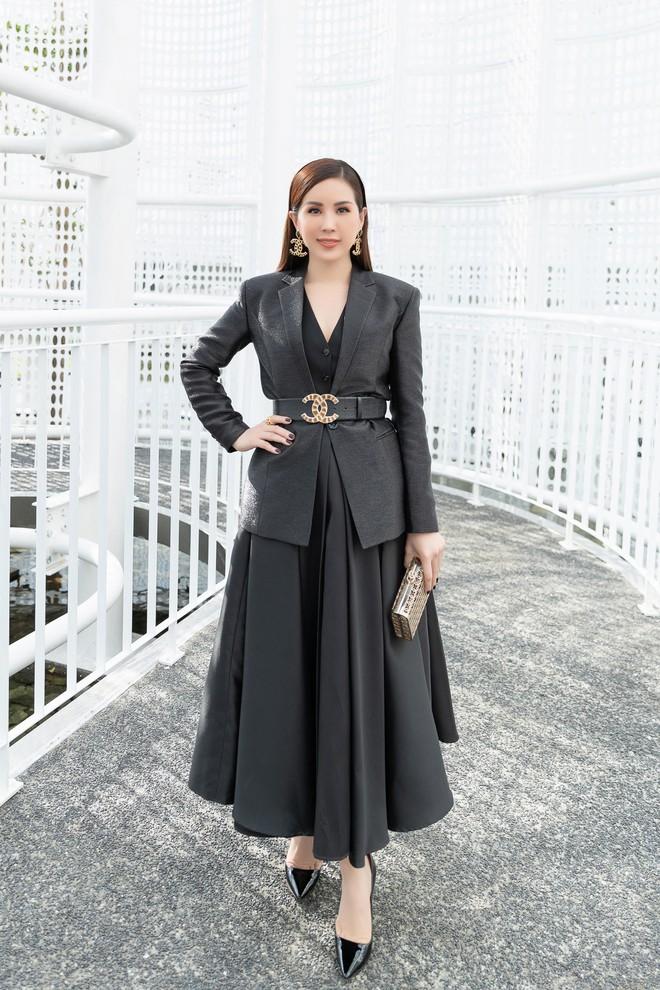 Hoa hậu Thu Hoài mặc thanh lịch, vui vẻ hội ngộ Kim Phượng trong sự kiện  - Ảnh 3.
