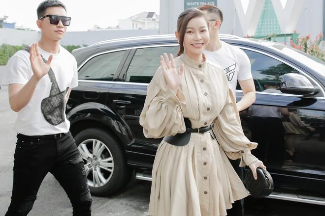 Hoa hậu Thu Hoài mặc thanh lịch, vui vẻ hội ngộ Kim Phượng trong sự kiện  - Ảnh 12.