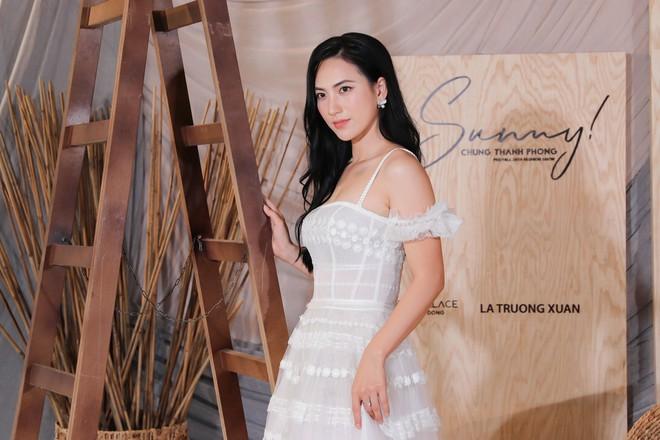 Hoa hậu Thu Hoài mặc thanh lịch, vui vẻ hội ngộ Kim Phượng trong sự kiện  - Ảnh 11.
