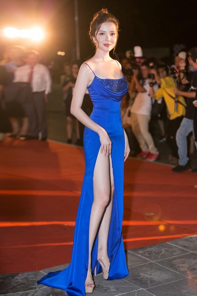 Hoa hậu Trần Tiểu Vy khoe chân dài miên man, xinh đẹp nổi bật giữa dàn hoa hậu đình đám - Ảnh 14.