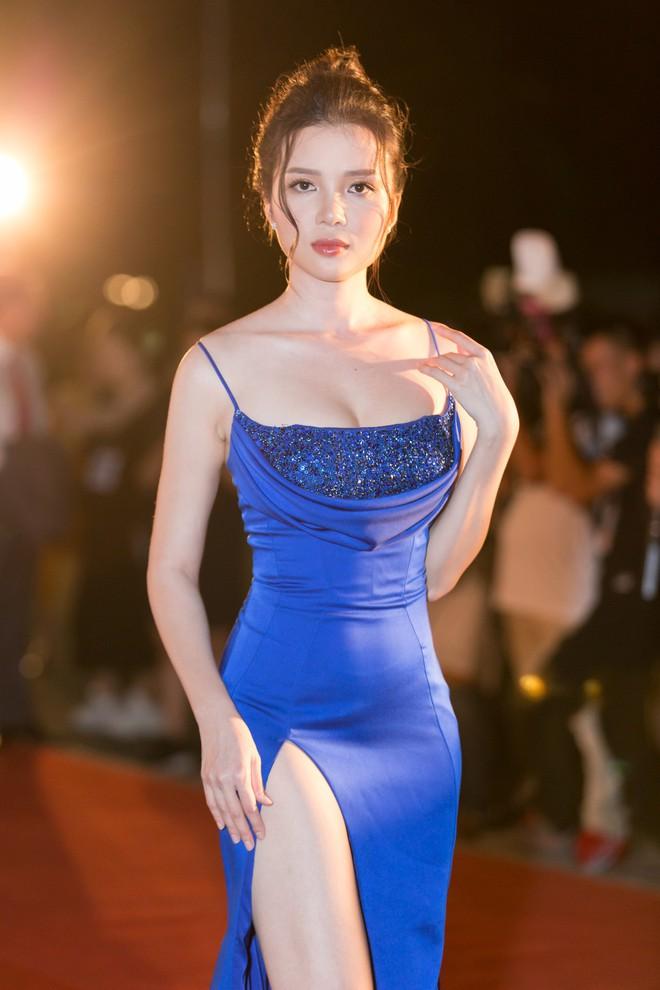 Hoa hậu Trần Tiểu Vy khoe chân dài miên man, xinh đẹp nổi bật giữa dàn hoa hậu đình đám - Ảnh 15.