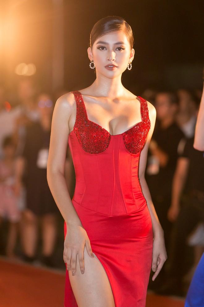 Hoa hậu Trần Tiểu Vy khoe chân dài miên man, xinh đẹp nổi bật giữa dàn hoa hậu đình đám - Ảnh 5.