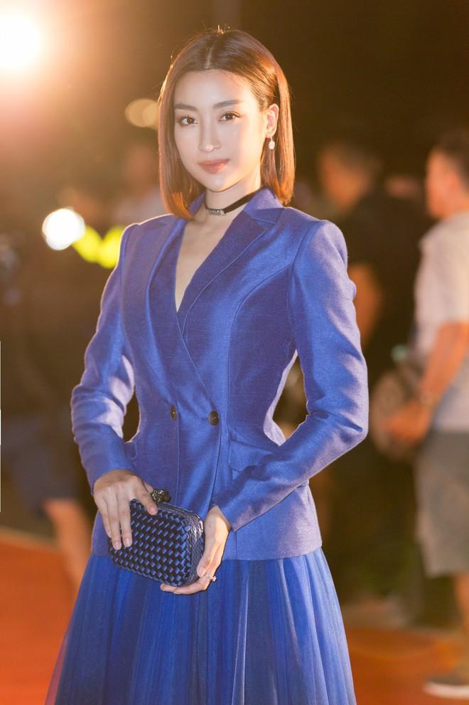 Hoa hậu Trần Tiểu Vy khoe chân dài miên man, xinh đẹp nổi bật giữa dàn hoa hậu đình đám - Ảnh 7.
