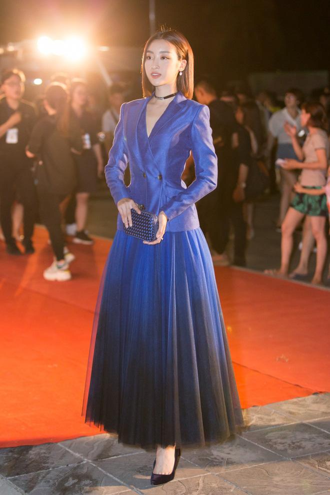 Hoa hậu Trần Tiểu Vy khoe chân dài miên man, xinh đẹp nổi bật giữa dàn hoa hậu đình đám - Ảnh 6.