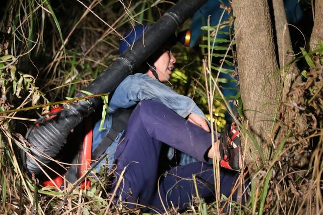 Toàn cảnh vụ cháy rừng thông trong đêm, lực lượng chức năng trắng đêm canh rừng - Ảnh 14.