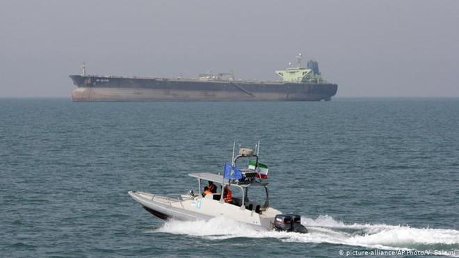 Tàu tấn công nhanh Iran: Siêu đẳng về tác chiến phi đối xứng -  NATO, Mỹ khiếp sợ! - Ảnh 1.