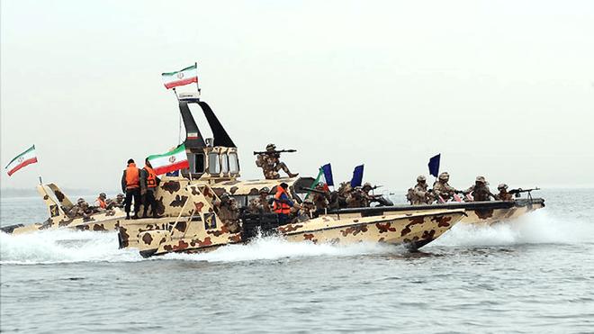 Tàu tấn công nhanh Iran: Siêu đẳng về tác chiến phi đối xứng -  NATO, Mỹ khiếp sợ! - Ảnh 2.