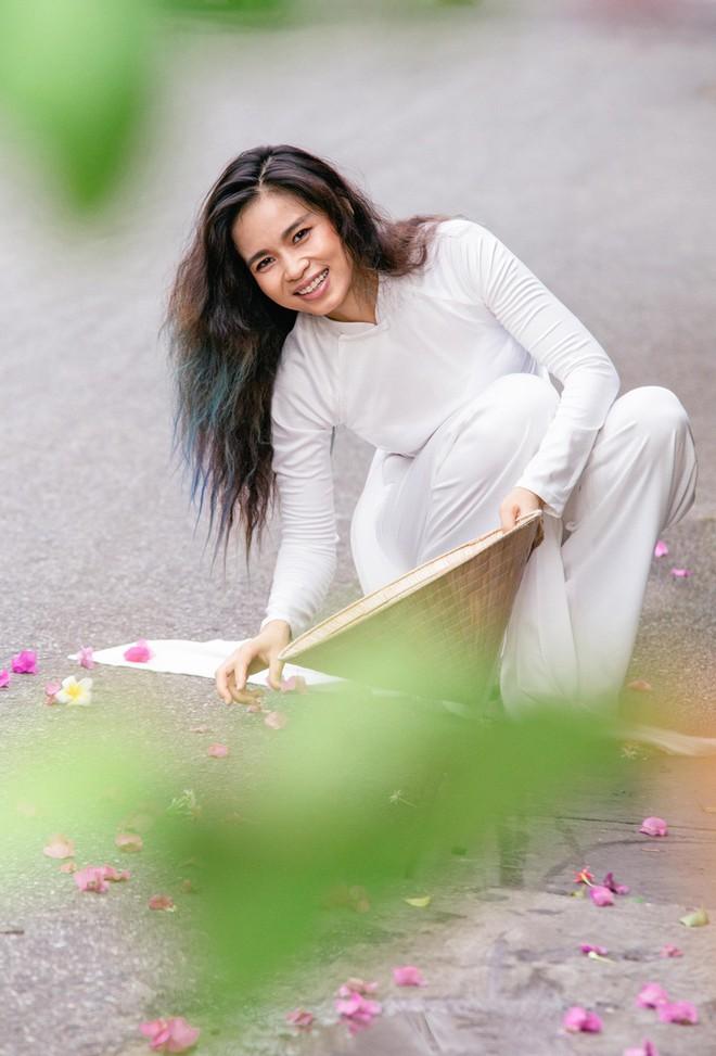Đồng Lan ra mắt ca khúc tặng mẹ ngày lễ Vu lan - Ảnh 1.