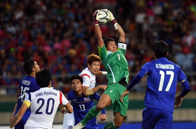 Nhìn Đặng Văn Lâm tỏa sáng, fan Thái Lan lo lắng cho người nhện đang thi đấu tại châu Âu - Ảnh 2.