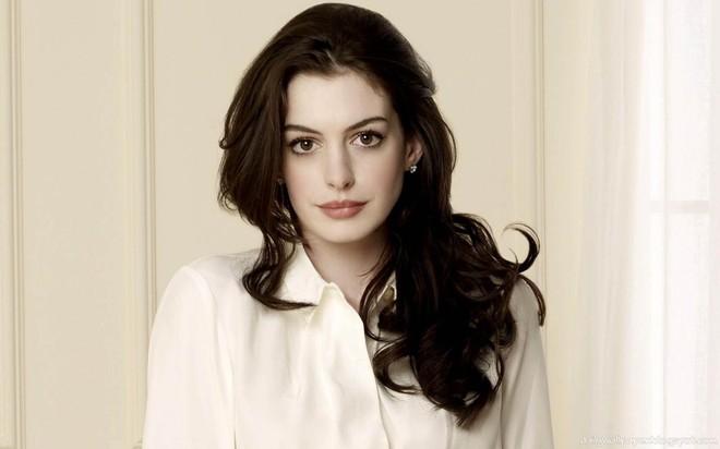 Anne Hathaway: Nhan sắc tột đỉnh nhưng tình duyên lận đận, phải chiến đấu để có con - Ảnh 1.